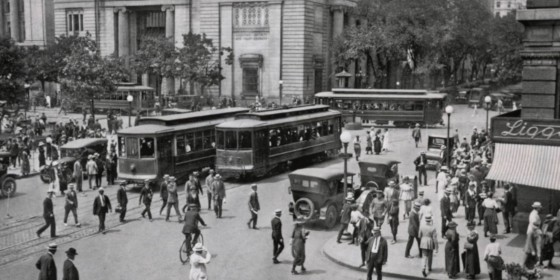 Washington, DC, traffic, with streetcars